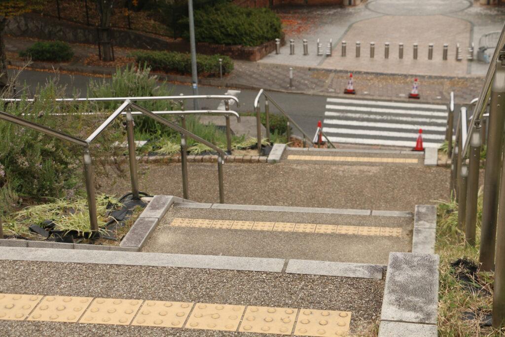 寝屋川公園BBQ階段