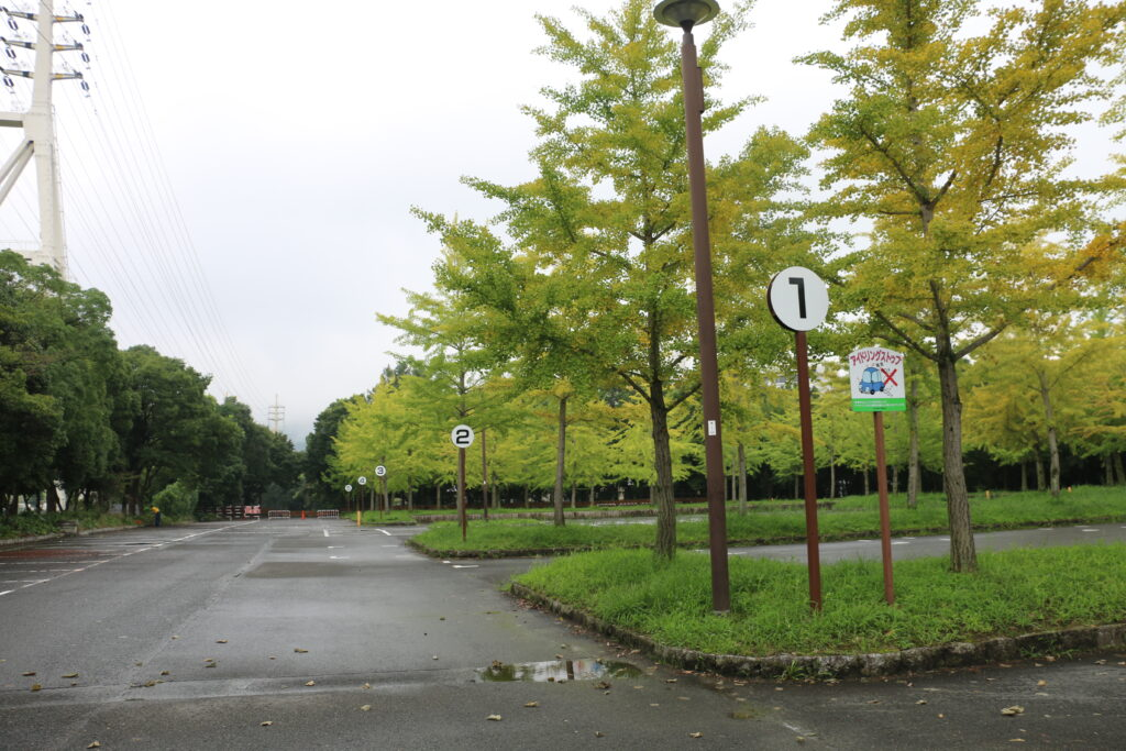 寝屋川公園の駐車場